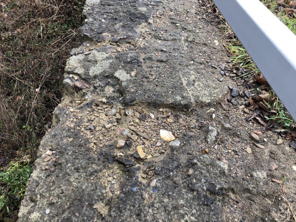 Povrch římsy před sanací