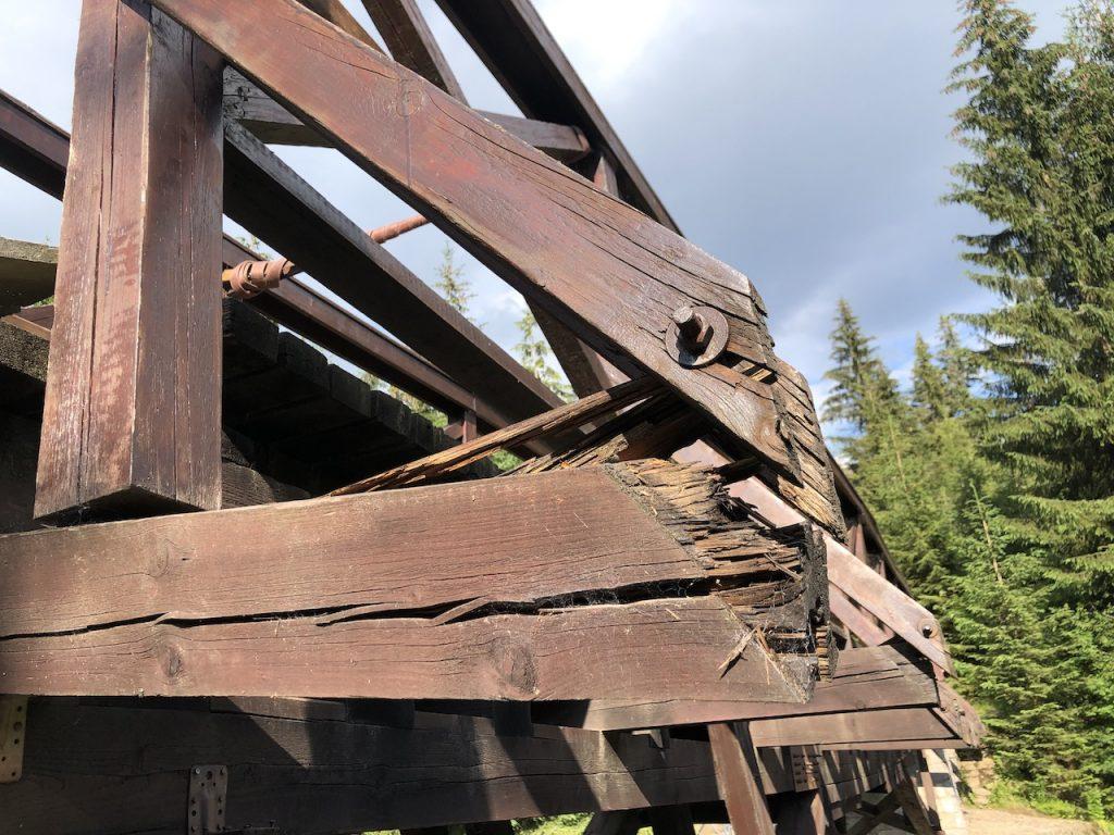 Porušené styky konstrukce